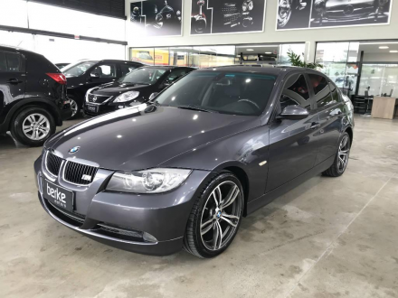 BMW 320i Top com Teto